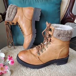 Women's tan ankle hiking boots size 7.5